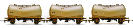 B.R. Vee Tank Wagons - Three Wagon Pack (Weathered)