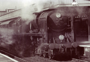 Rebuilt Battle Of Britain Class Locomotive - 17 Squadron